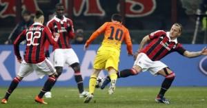 Leo Messi envoltat per jugadors del Milà. El futbol va alterar l'audiència televisiva d'ahir.