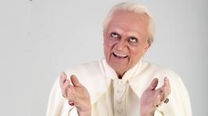 El particular Benet XVI de Polònia va aparèixer amb èxit al Polònia d'ahir.