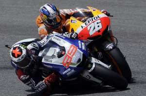El mallorquí Jorge Lorenzo passa a Dani Pedrosa a la cursa disputada a Mugello.