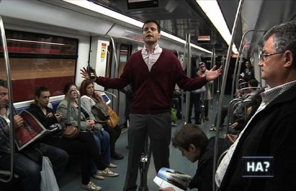 """""""L'Homo APM"""" va endinsar-se al metro. El programa de zàpping va ser l'espai més vist del prime time. Font: El periódico de Catalunya."""