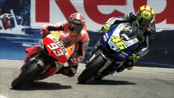 Marc Màrquez en el moment de l'adelantament a Valentino Rossi, ahir al circuit de Laguna Seca. Font: BBC.uk